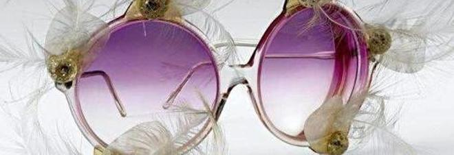 Da Elvis a Elton John: gli occhiali si mettono in mostra