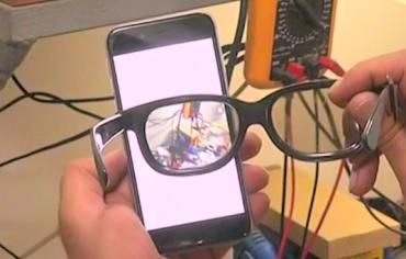 Gli occhiali che proteggono la privacy del tuo smartphone